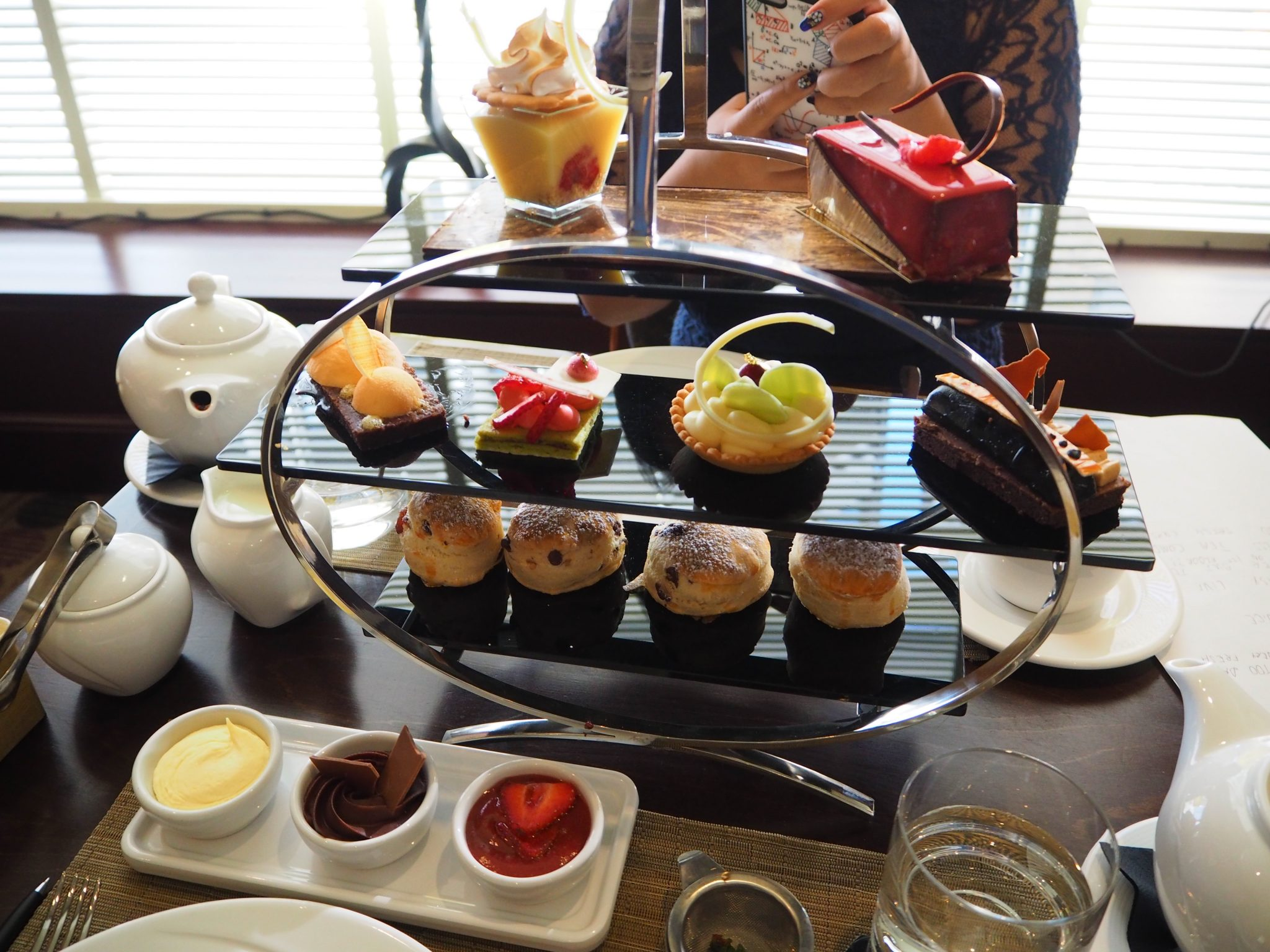 Chocoholic Afternoon Tea At The Hilton Park Lane London Review